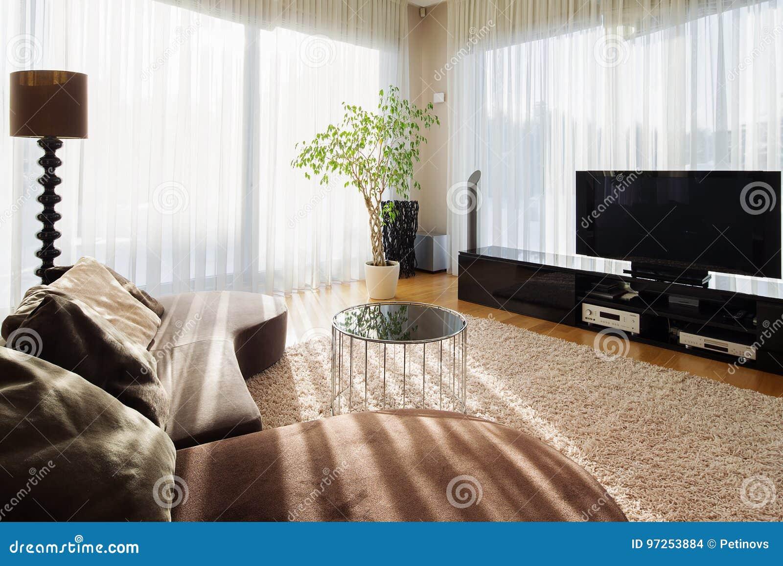 Stilvolles Wohnzimmer Für Große Familie Mit Fernseher ...