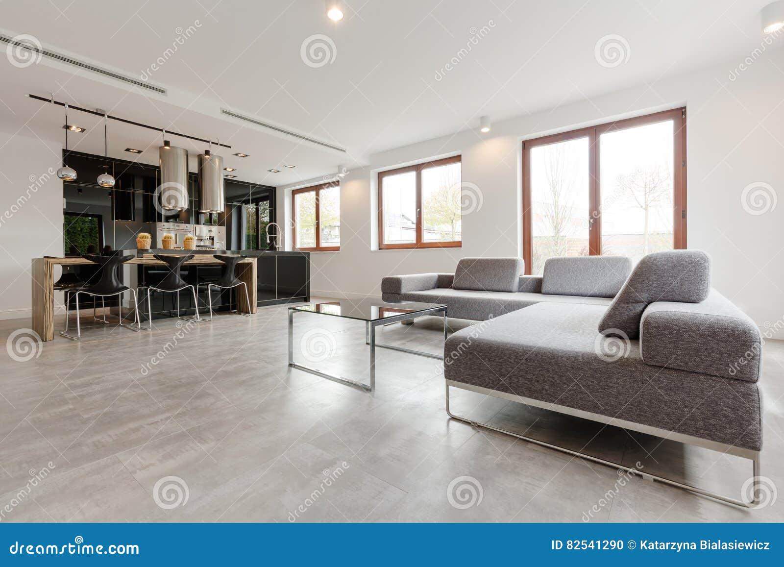 Stilvolles Wohnzimmer Kombiniert Mit Küche Stockfoto - Bild von ...
