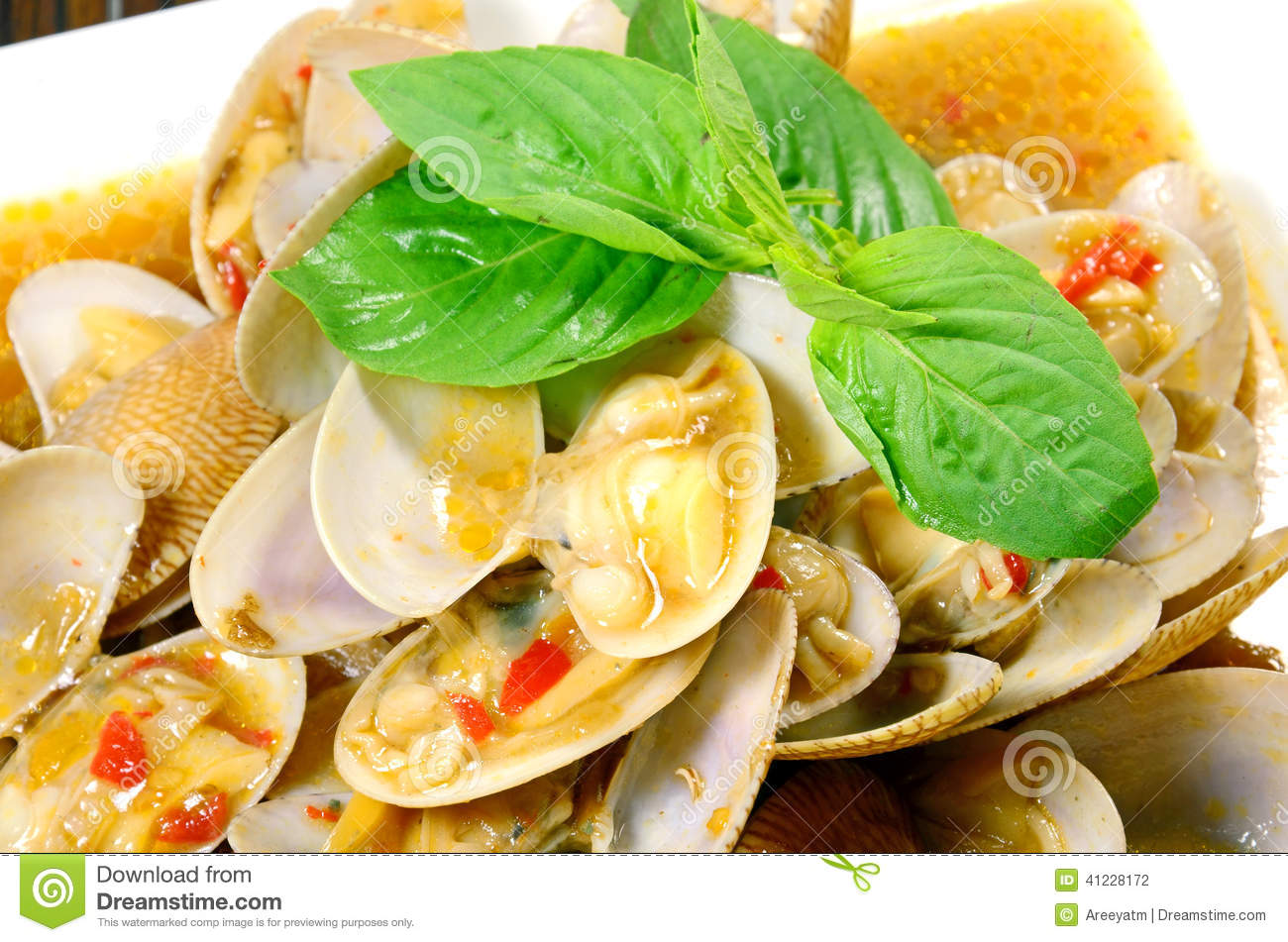 SPICY THAI STIR FRIED CLAMS WITH ROASTED CHILI PASTE AND THAI BASIL ...