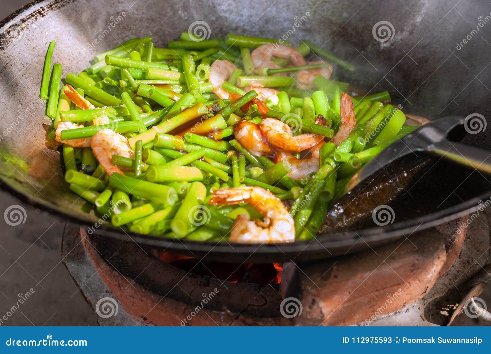 Stir-Fried Onion Flowers with shrimp.