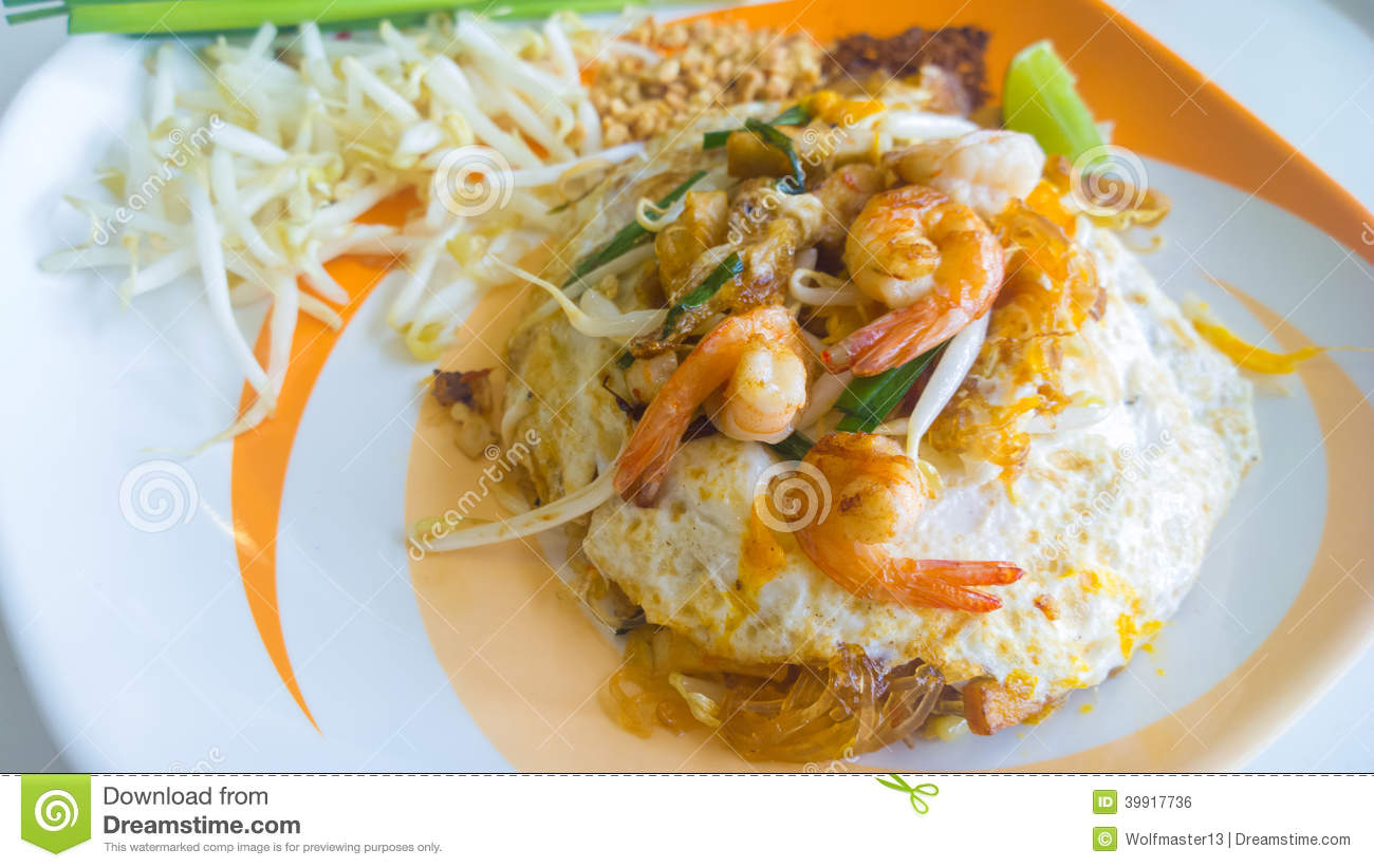 ... Photo: Stir-fried rice noodles with egg, vegetable and shrimp Pad Thai