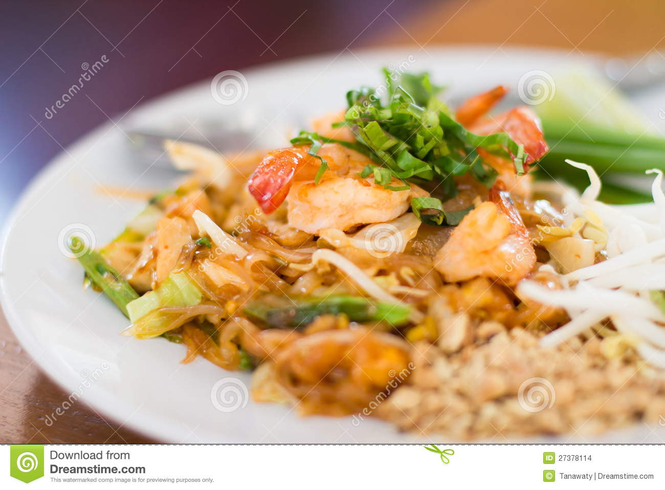 Stir Fry Rice Noodles And Shrimp Stock Images - Image: 27378114