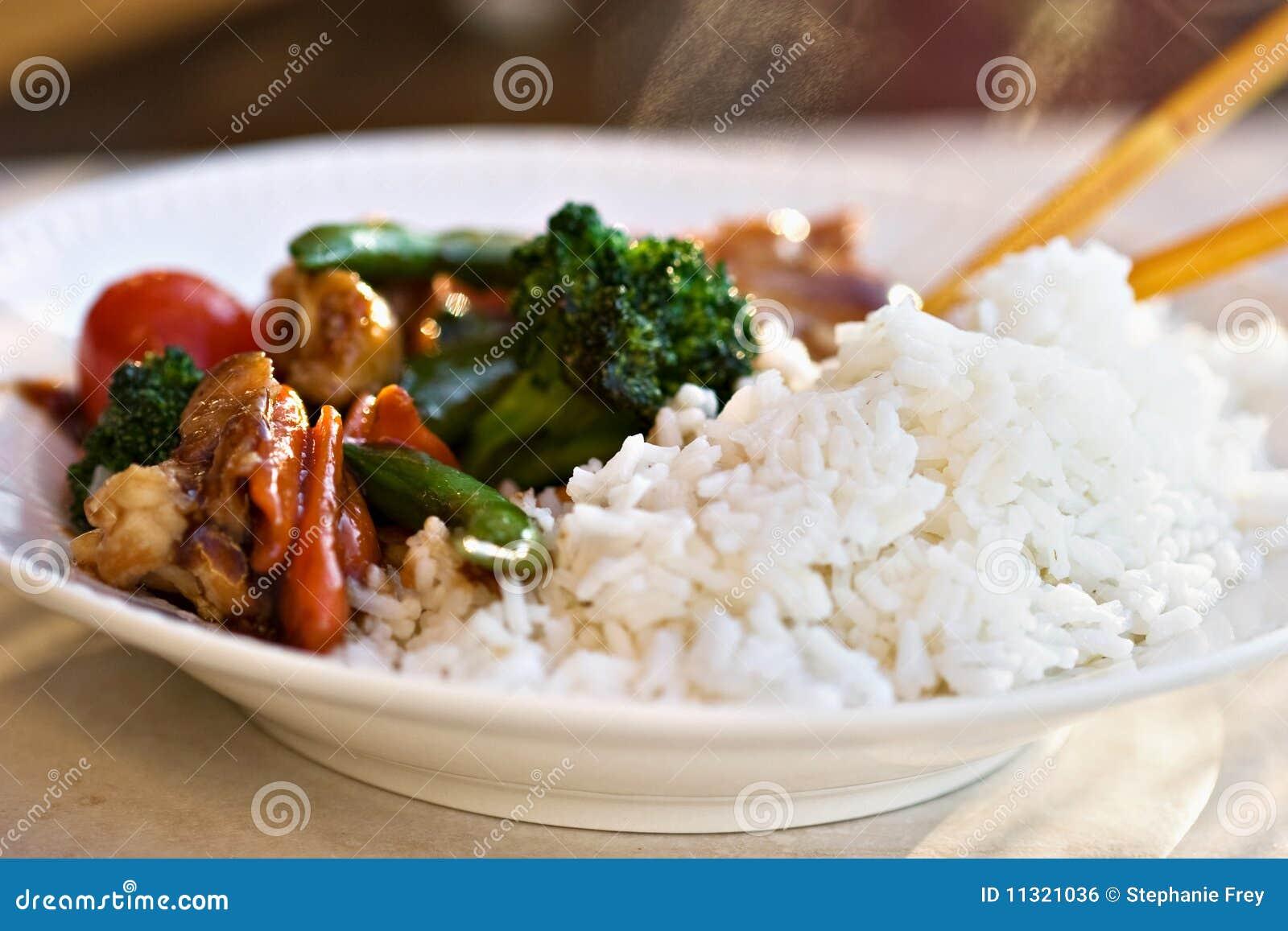 Stir gebratenes Gemüse und Huhn