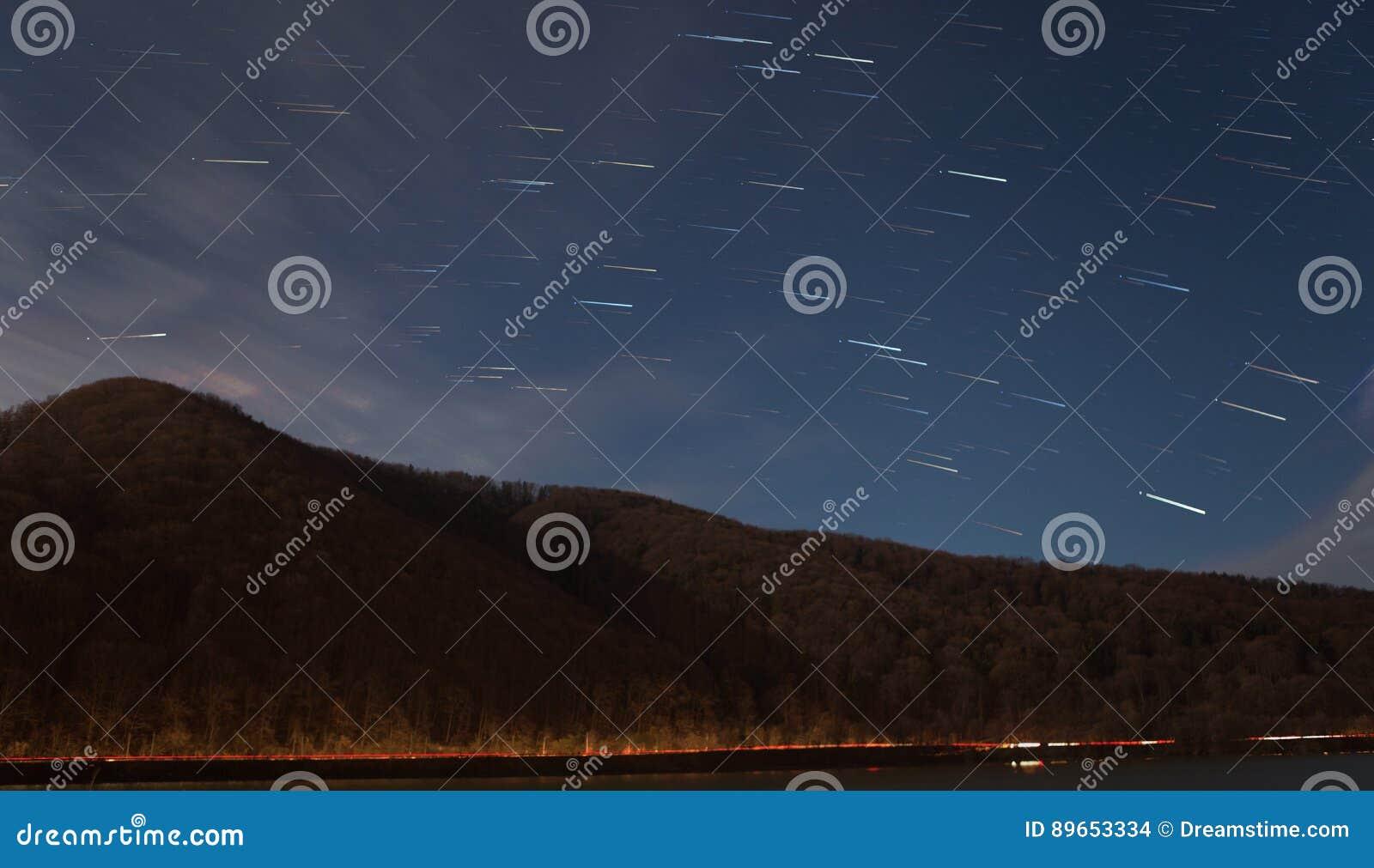 Stjärnaslingor över berget