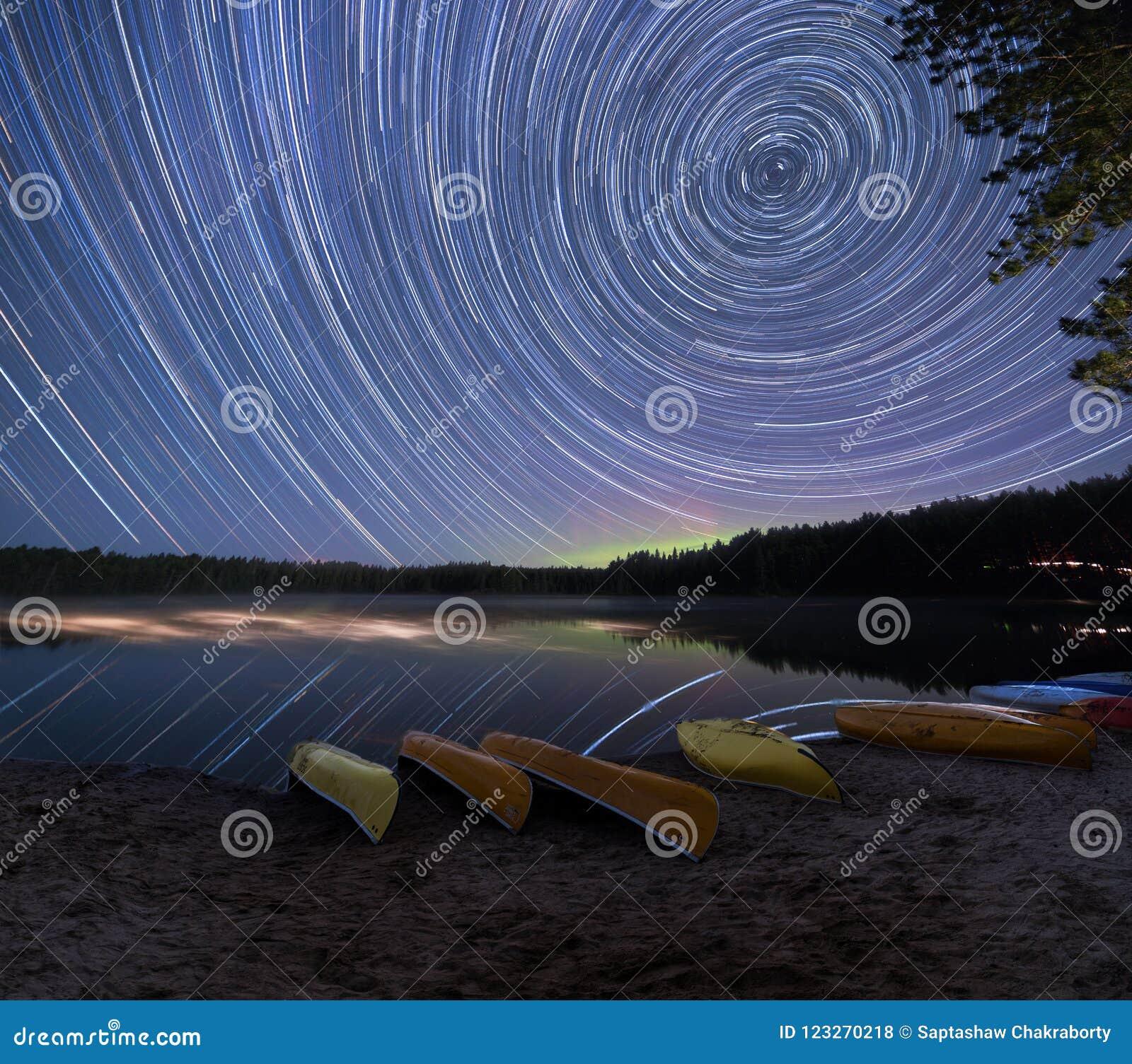 Stjärnaslingor med Aurora Borealis