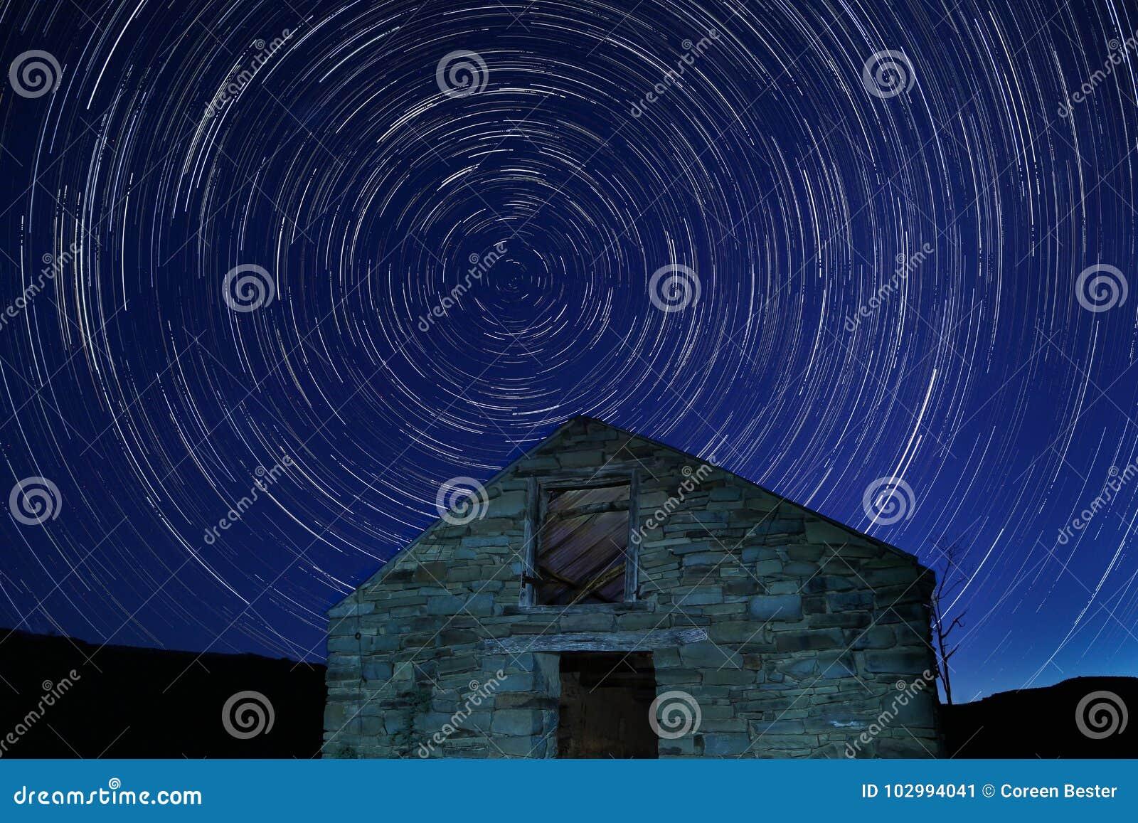 Stjärnatrails på natten