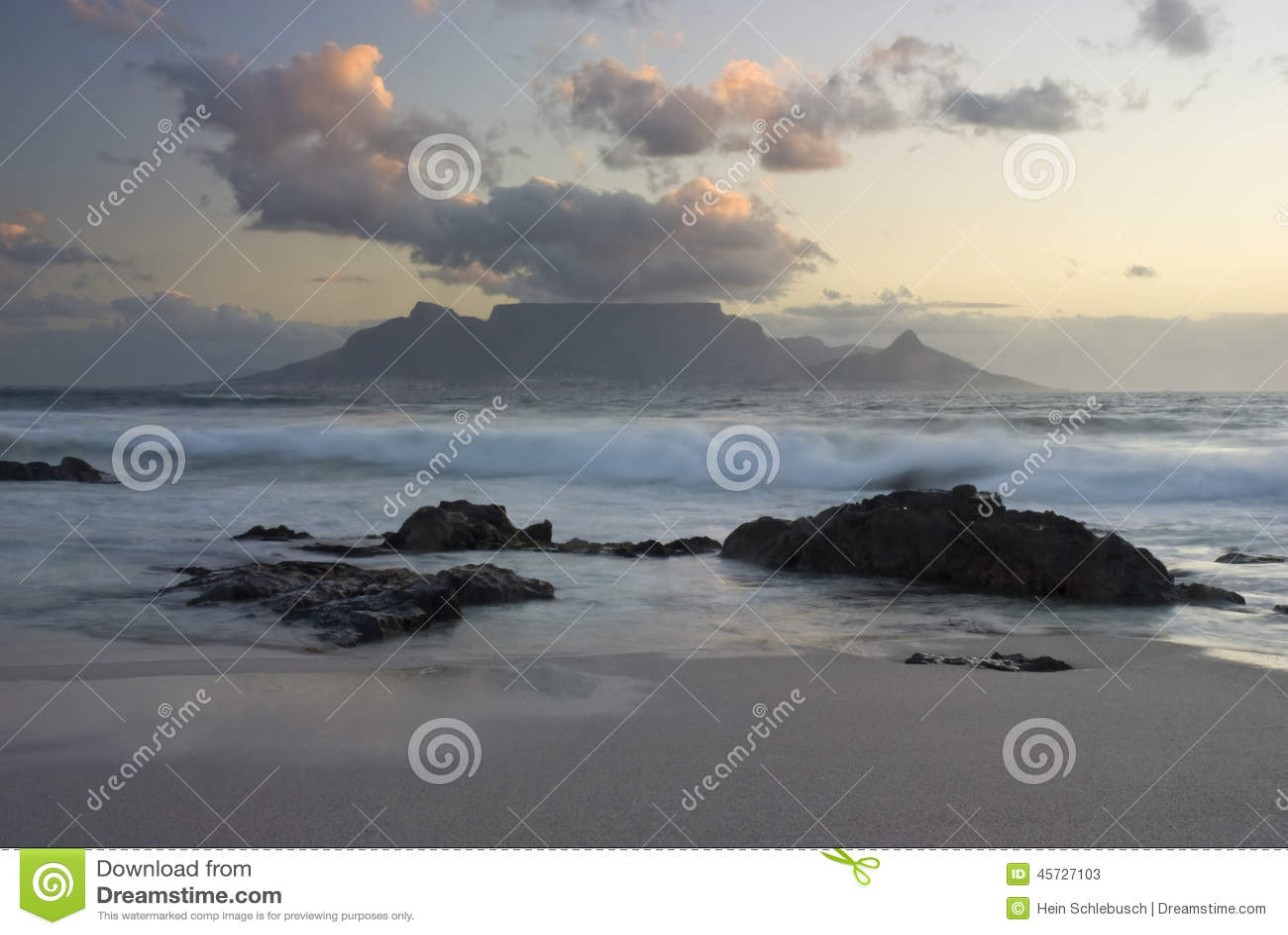 Stołowa góra i fala