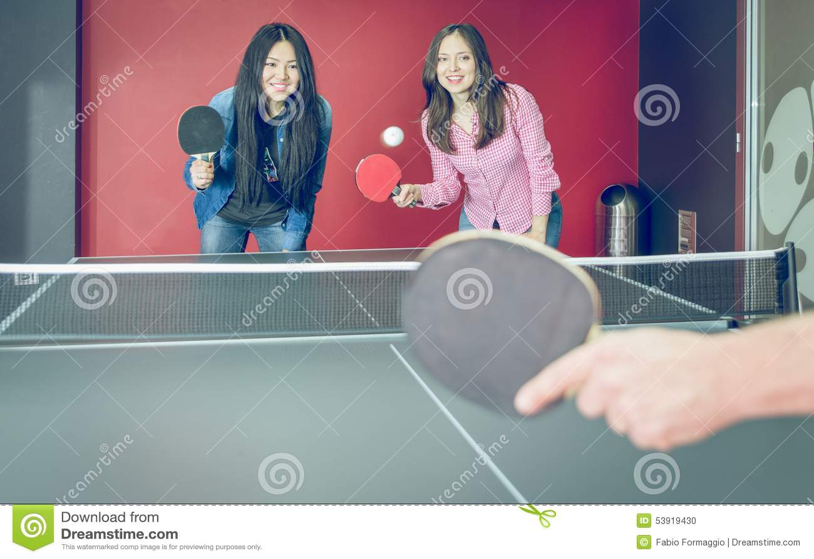 Stołowego tenisa dopasowanie dla zabawy
