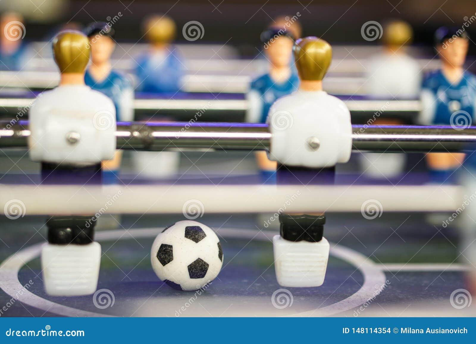 Sto?owy futbolowy meczu pi?karskiego kopacz Futbolowa piłka na plac zabaw