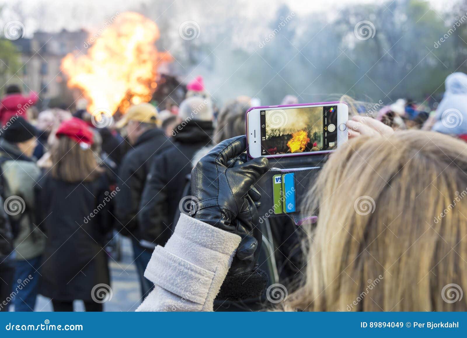 Stockholm Suède : Photographie de la tradition du feu de Valborg