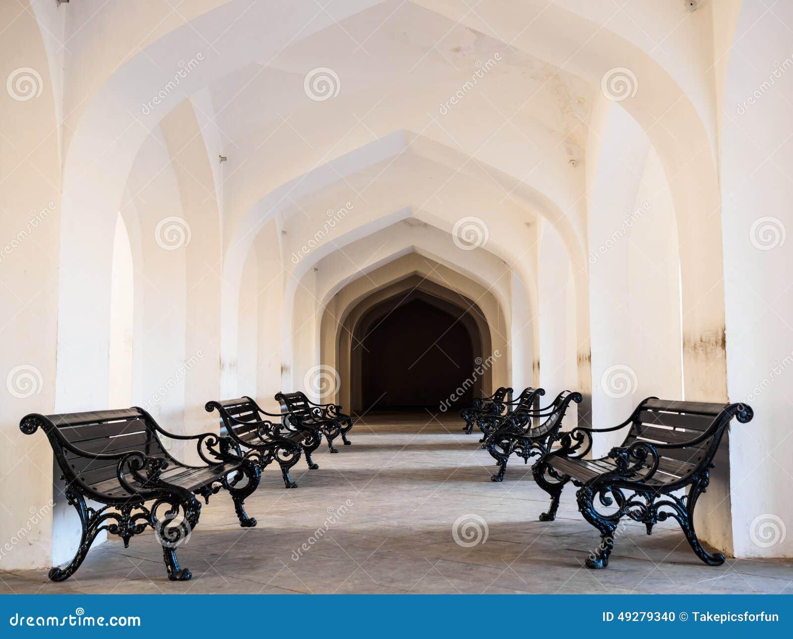 Stoel in amber fort corridor stock foto afbeelding bestaande uit