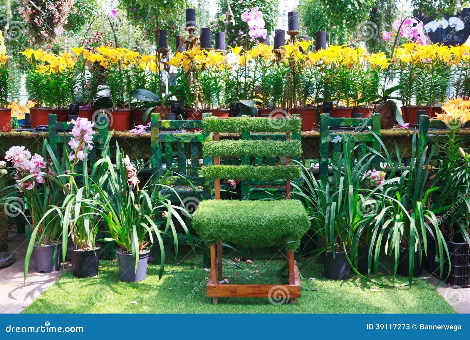 Stoel in een tuin