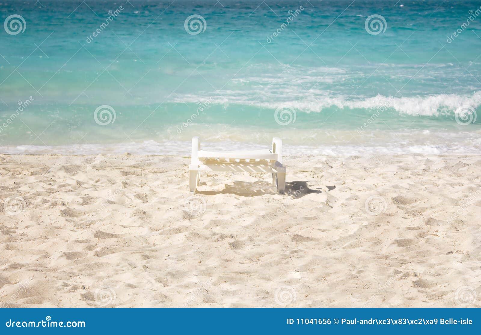 Stoel op strand