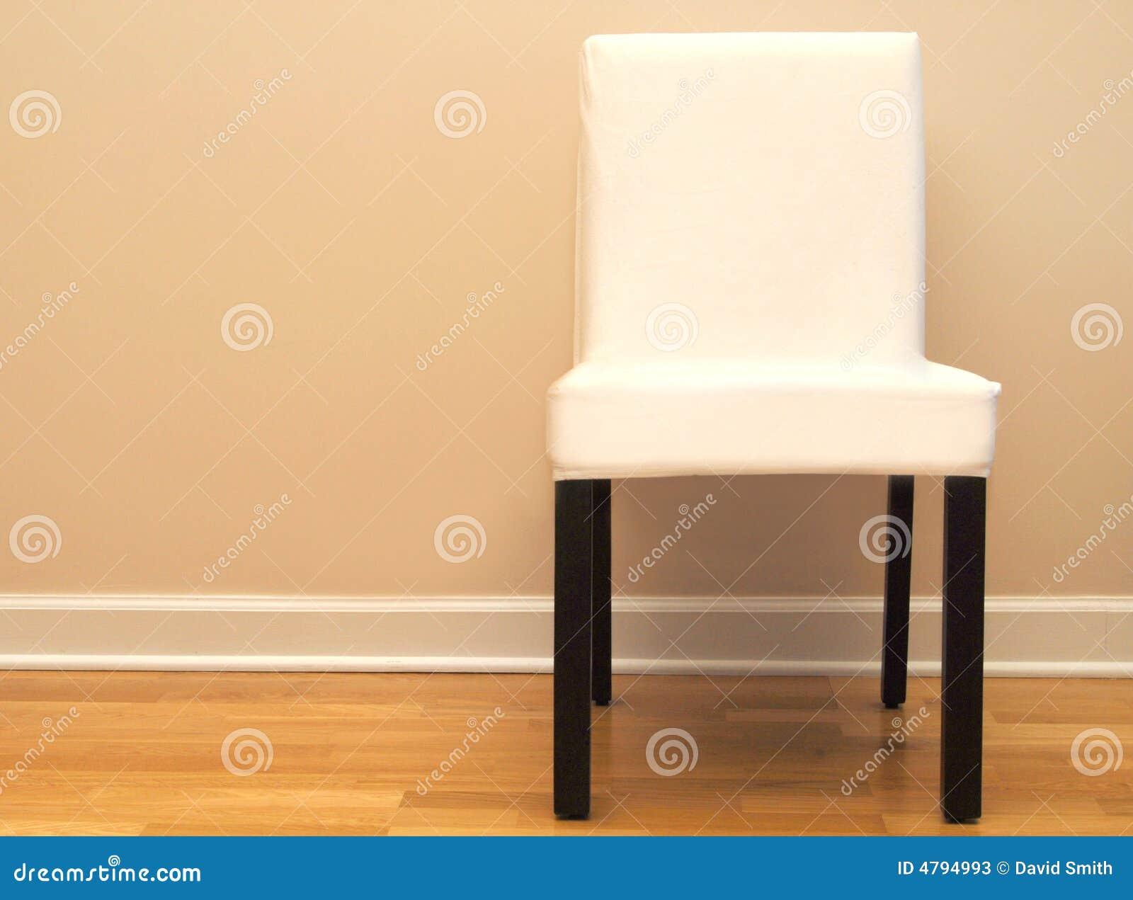 Stoel Tegen Een Beige Muur In Een Huis Stock Foto's - Afbeelding ...