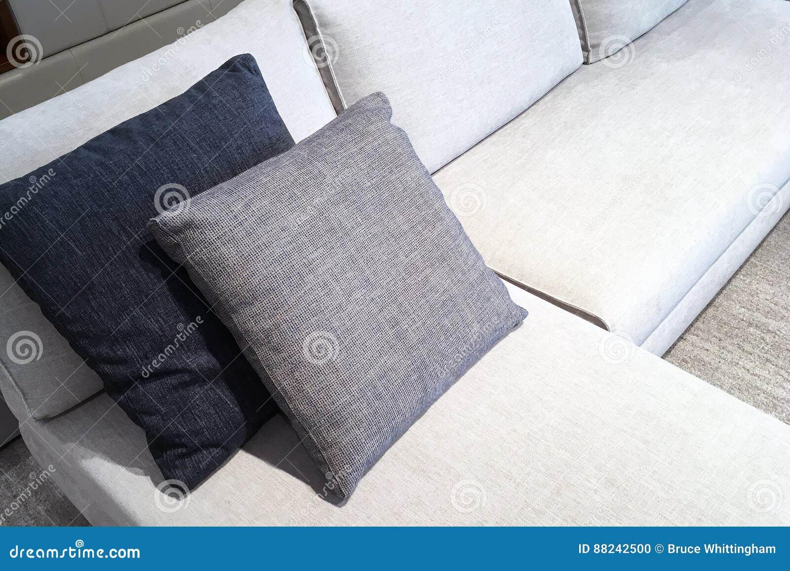 Stof Voor Kussens : Stof behandelde laag en kussens stock foto afbeelding bestaande