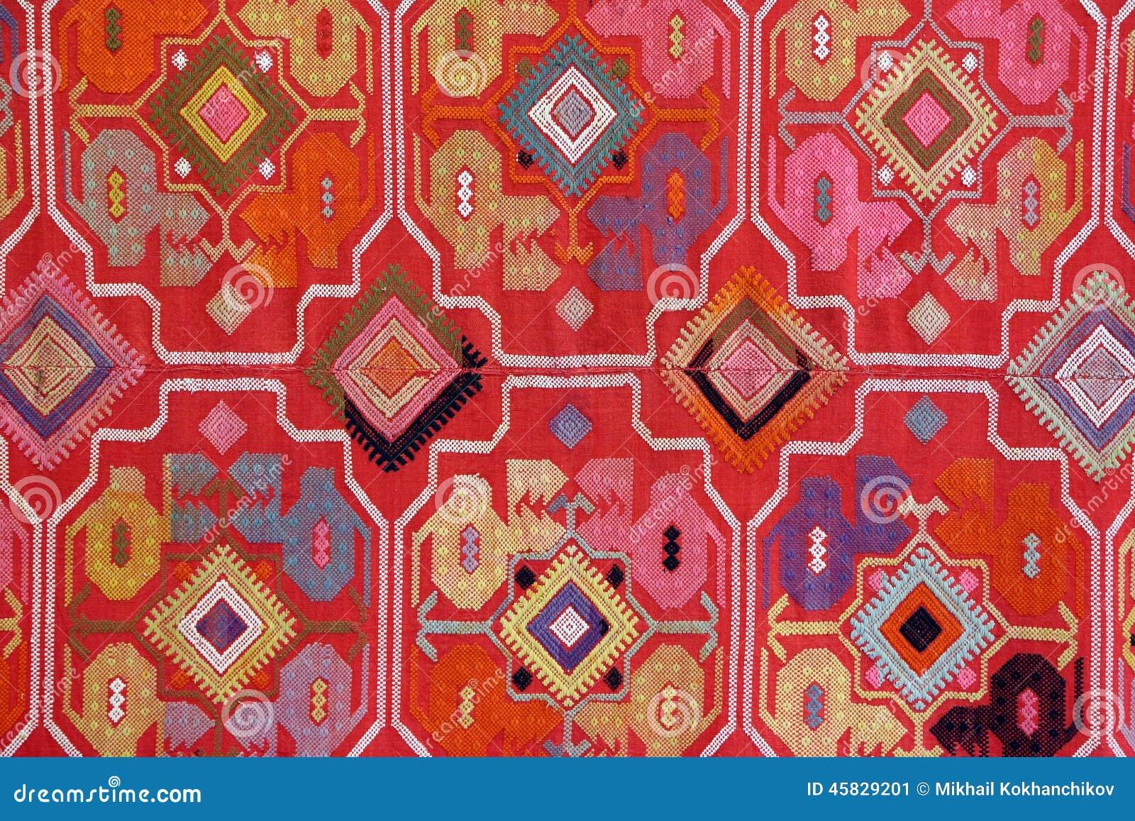 Stof met oosterse ornamenten wordt geborduurd dat stock foto afbeelding 45829201 - Oosters stof ...
