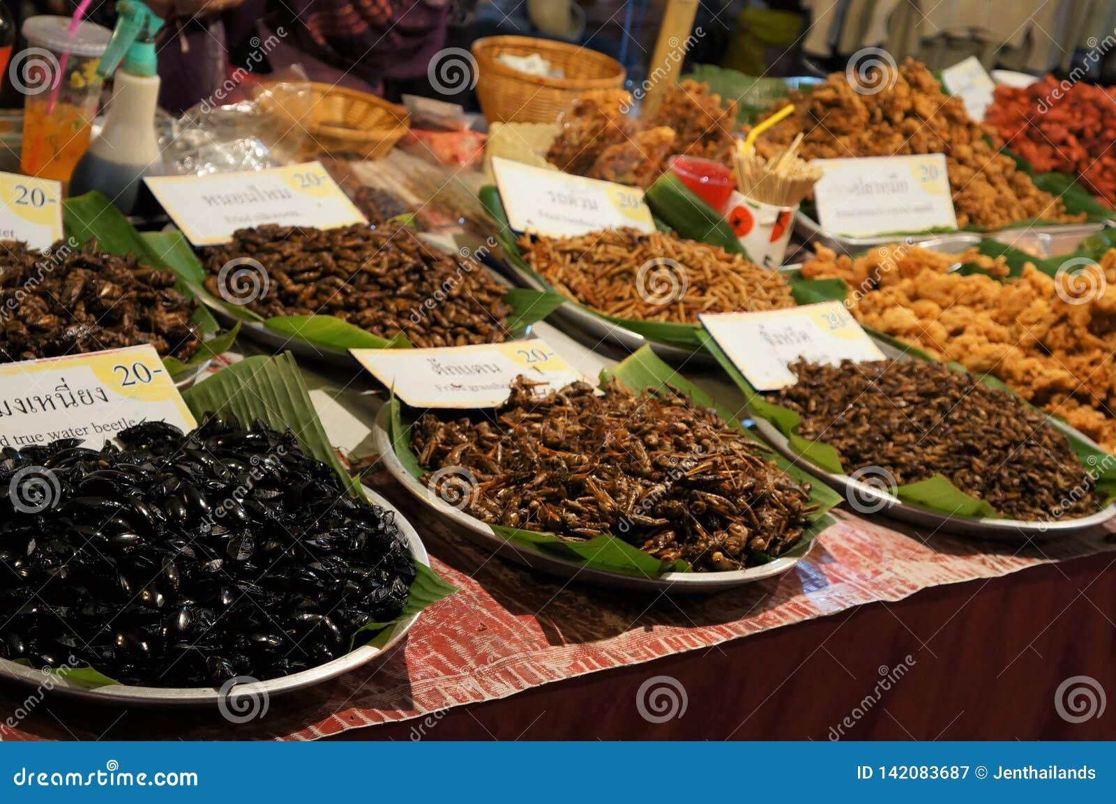Stojak jadalni insekty w rynku, Tajlandia
