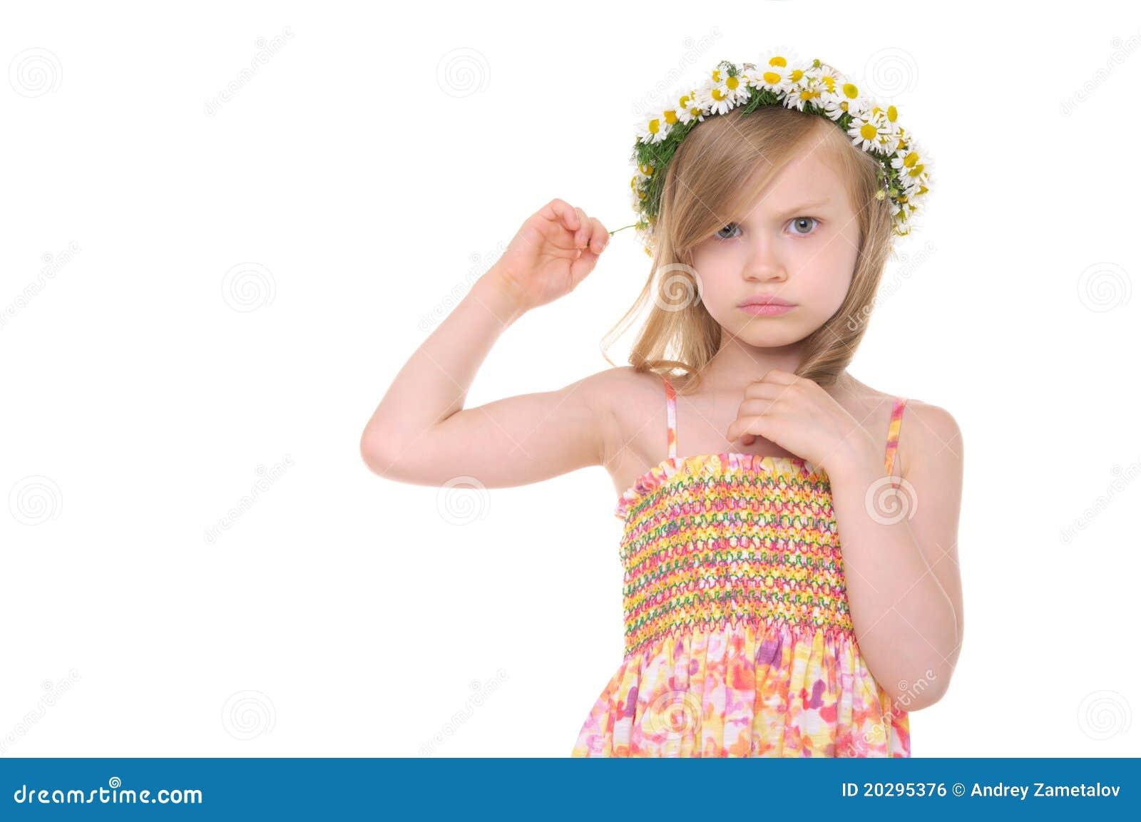 Stokrotek dziewczyna obrażający wianek