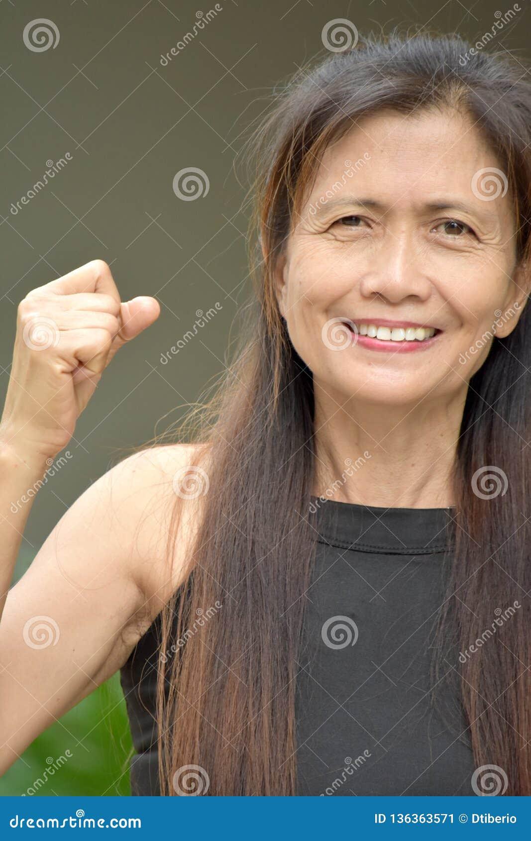 Stolta gamla Filipina Grandma