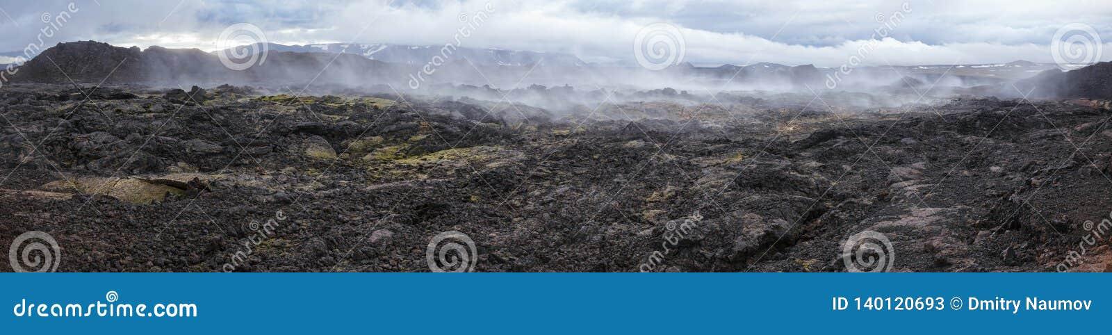 Stomend van het panoramakrafla van het lavagebied van het gebiedsmyvatn het vulkanische gebied Noordoostelijk IJsland Scandinavië