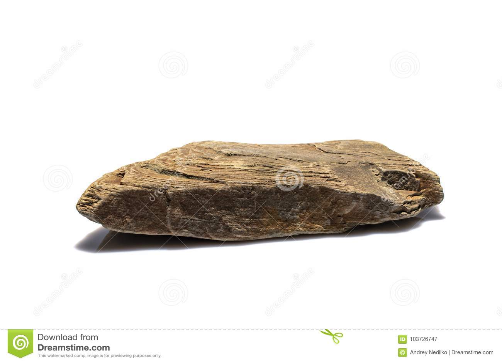 Stone με μια βαλμένη σε στρώσεις δομή σε ένα άσπρο υπόβαθρο