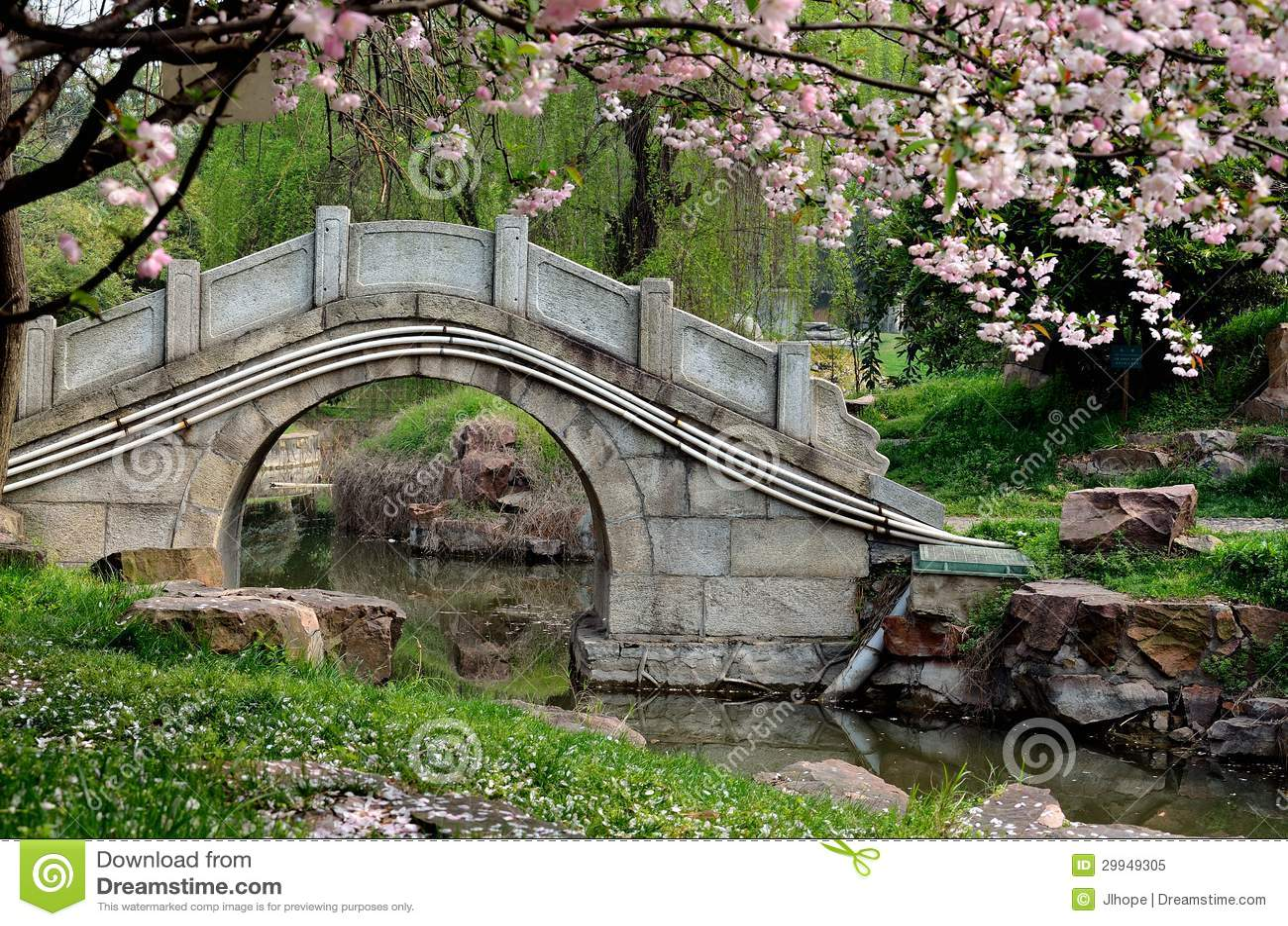 Chinese gardens bridge - Stone Bridge Royalty Free Stock Photo Image 29949305