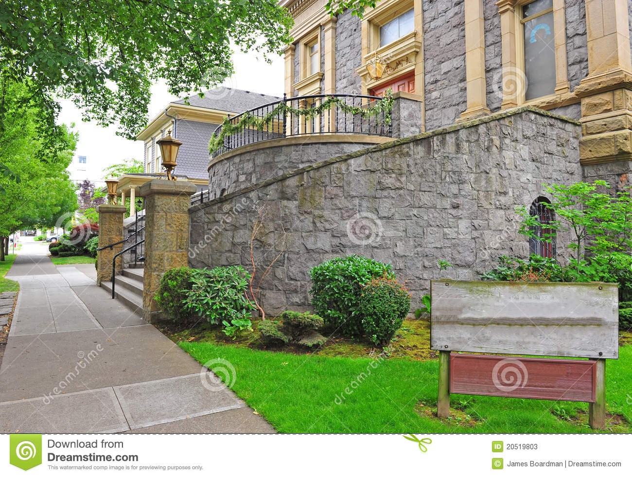 Stone building entry stock photos image 20519803 for Entrance to rivet city