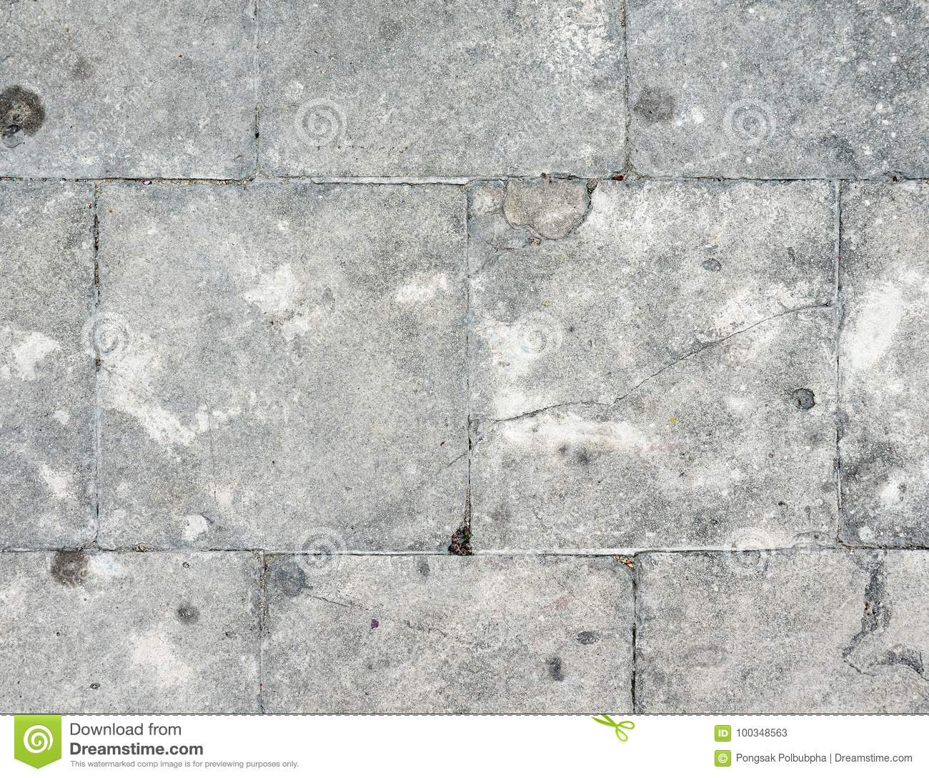 crack on wall tiles