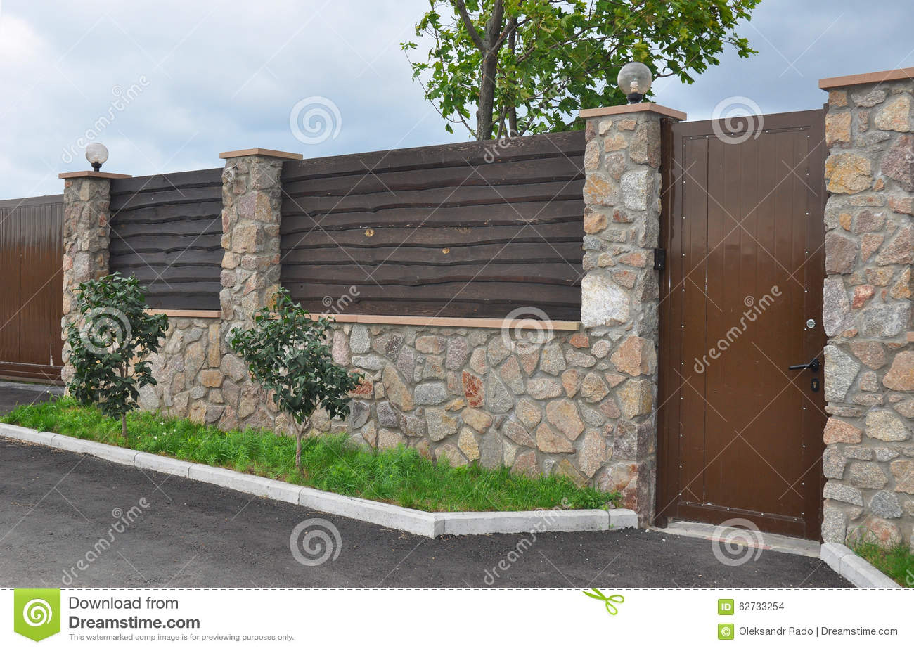 Stone and Metal Fence with Door of Modern Style Design Decorative Cracked Real Stone Wall