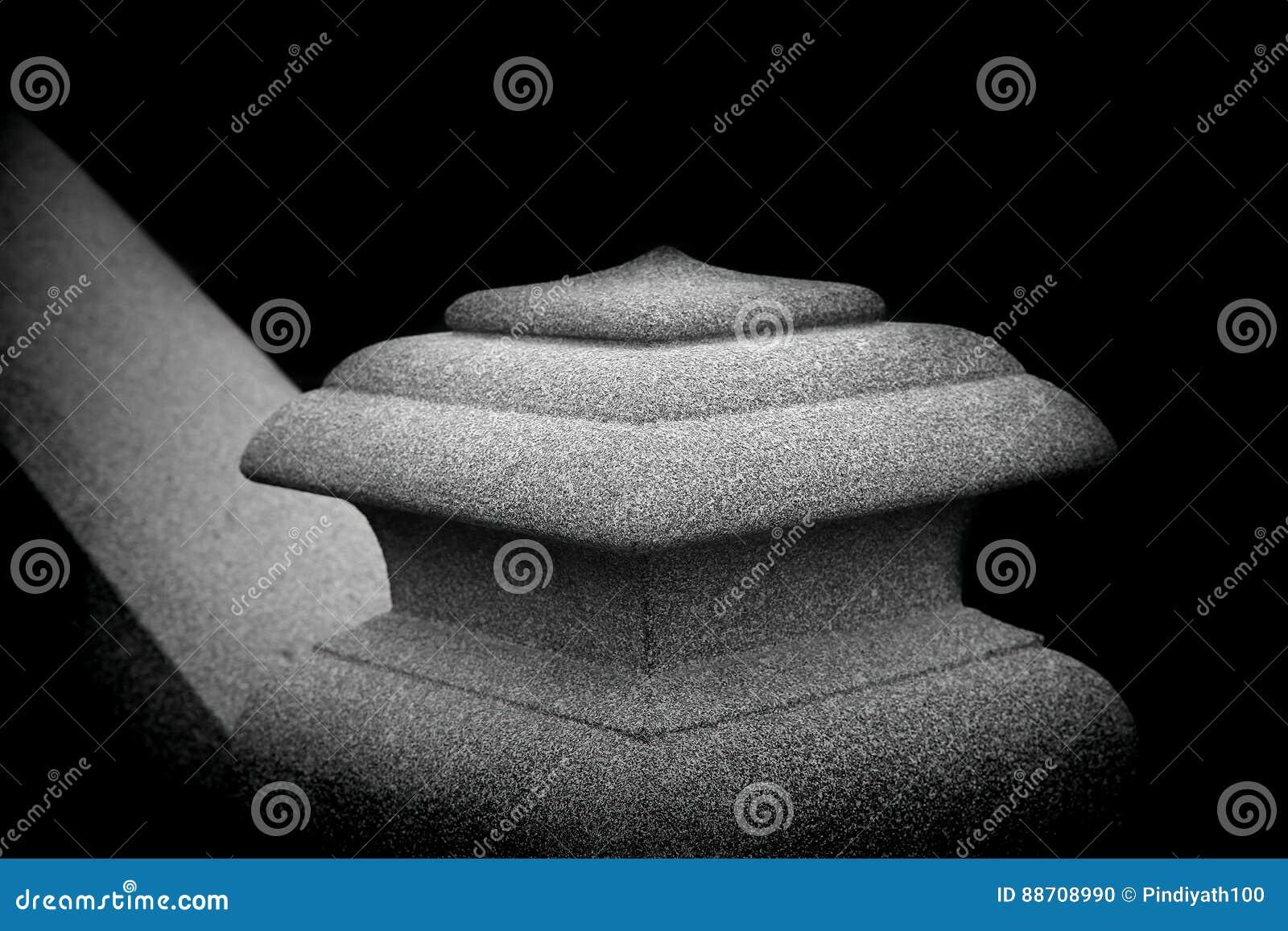 Stone pillar or column head