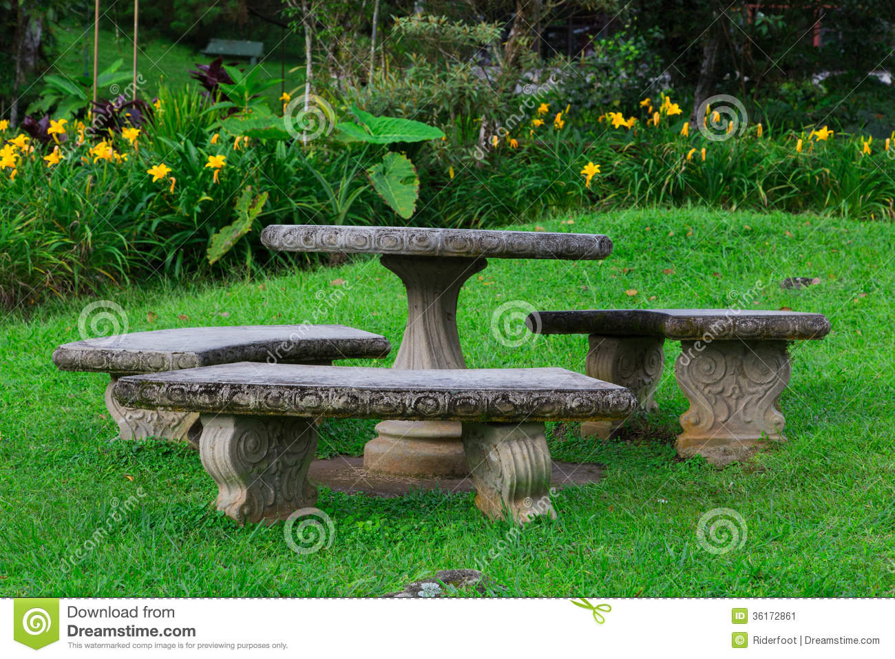 Stone seat garden stock image image 36172861 for Table jardin beauty
