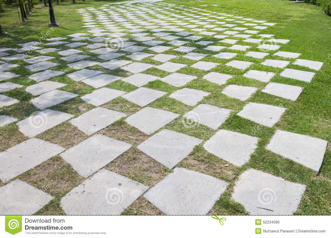 Stone walkway in garden royalty free stock photo image 34535795 - Stone Walkway Pattern On A Grass Field In Perspective View Stock
