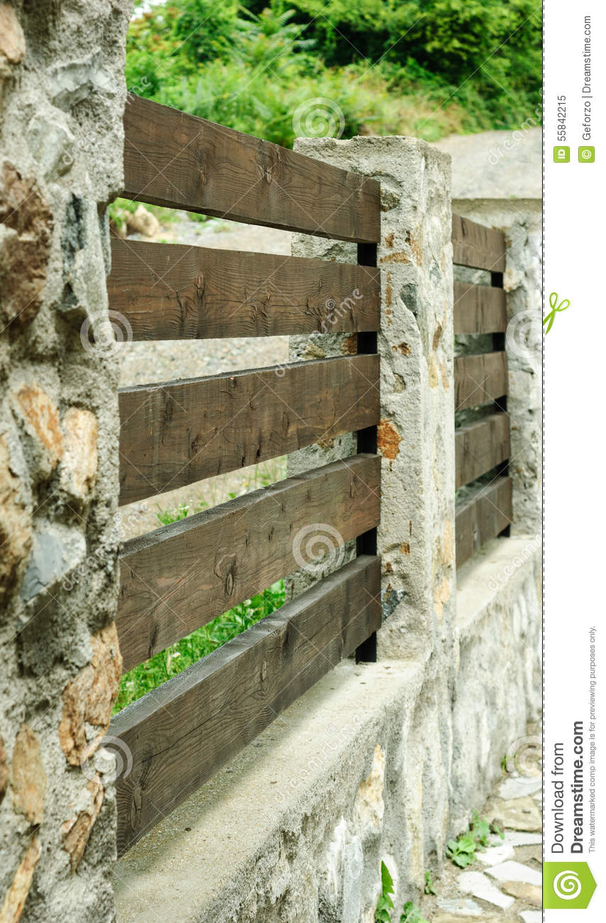 Tips for Finding a Good Landscaping Company  |Stone And Wood Fence