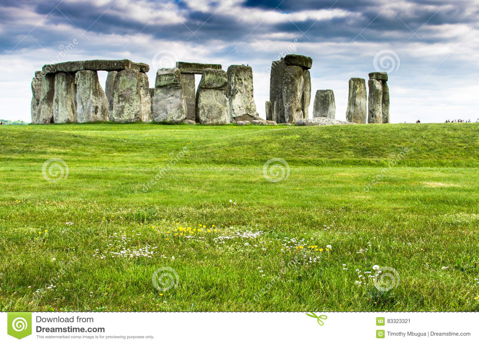 Stonehenge pod ciemnienie chmurami