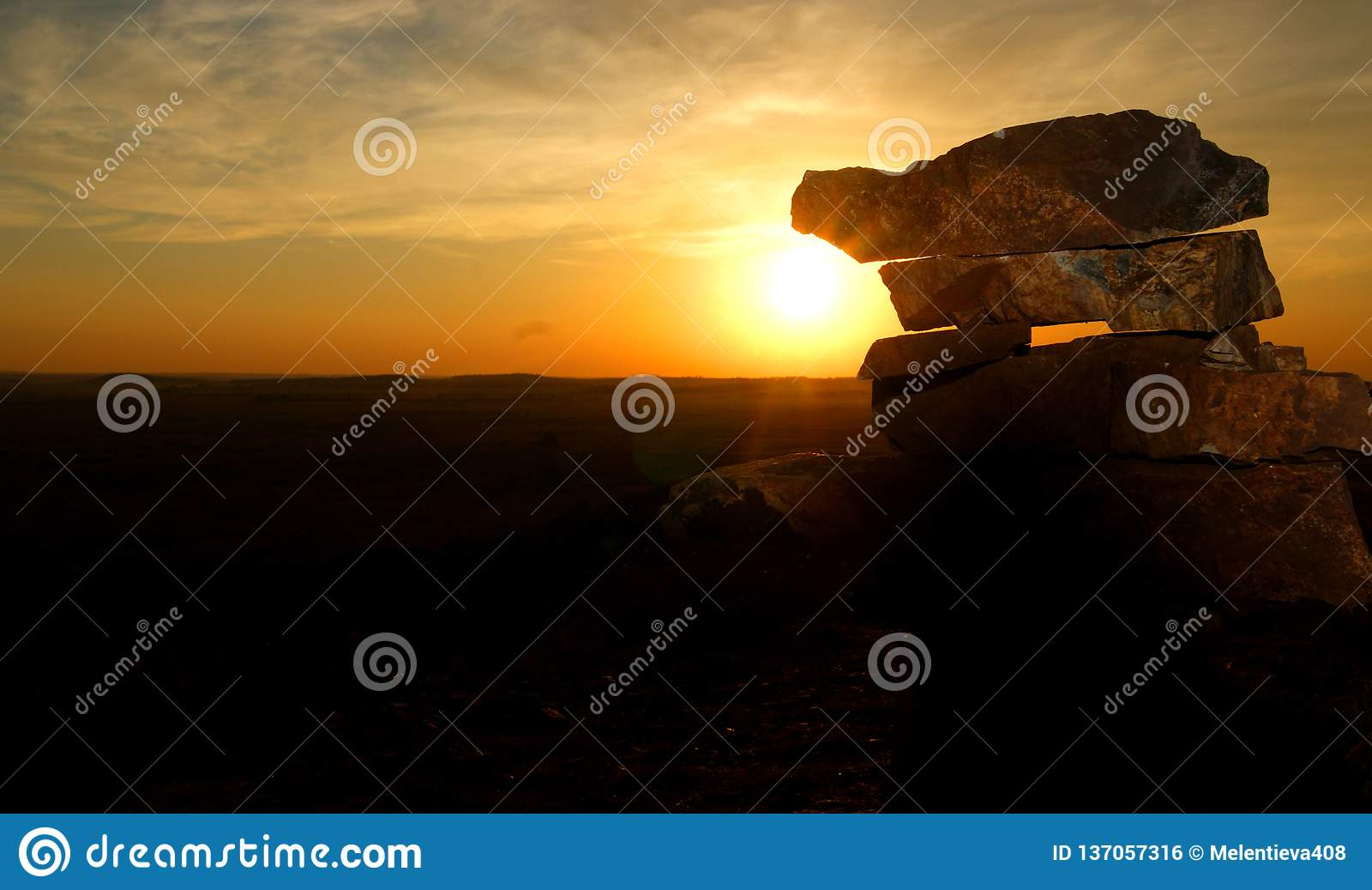 stones illuminate the sunlight at sunset