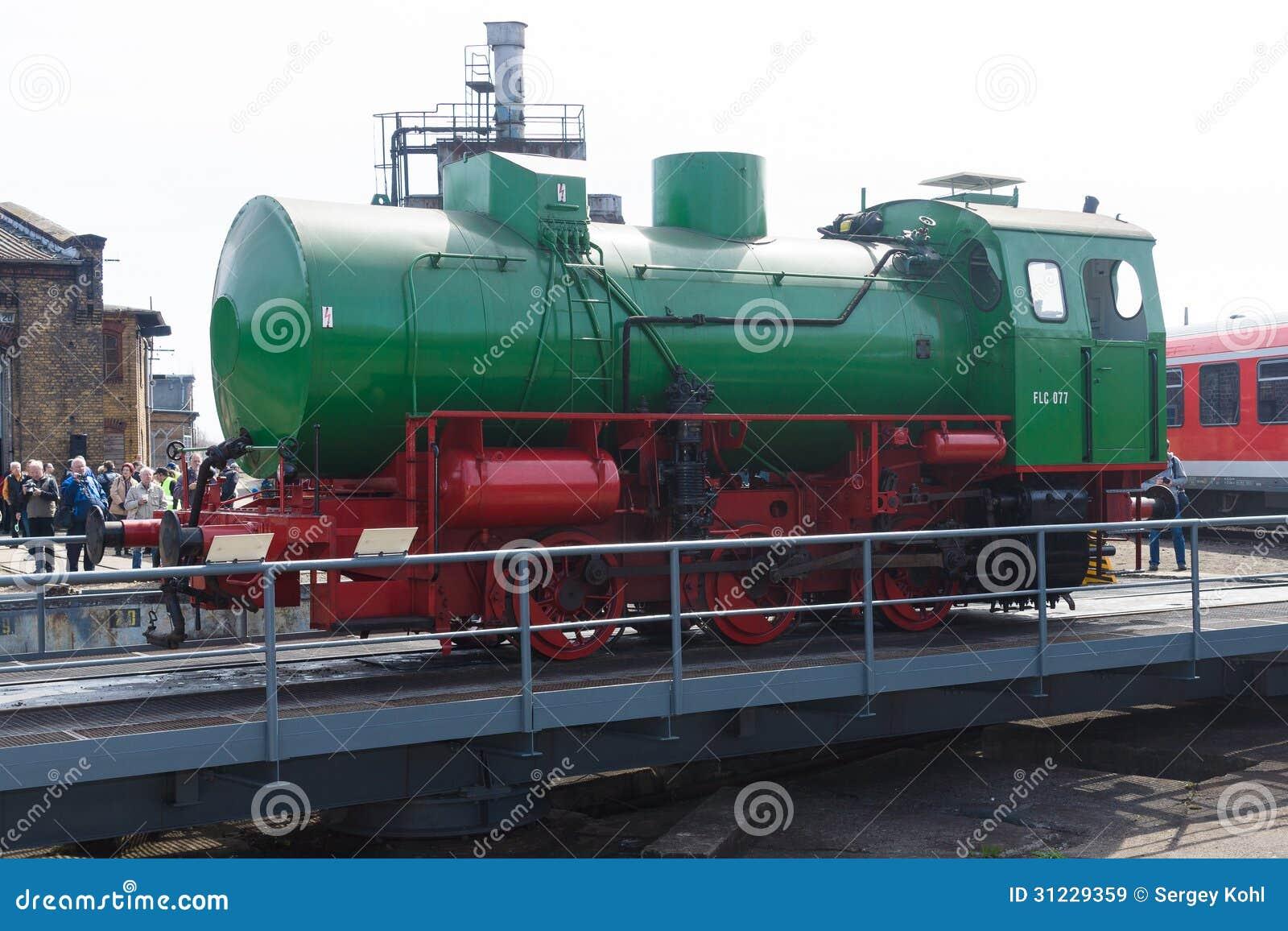 Stoomlocomotief flc-077 (Meiningen) op de spoorwegdraaischijf