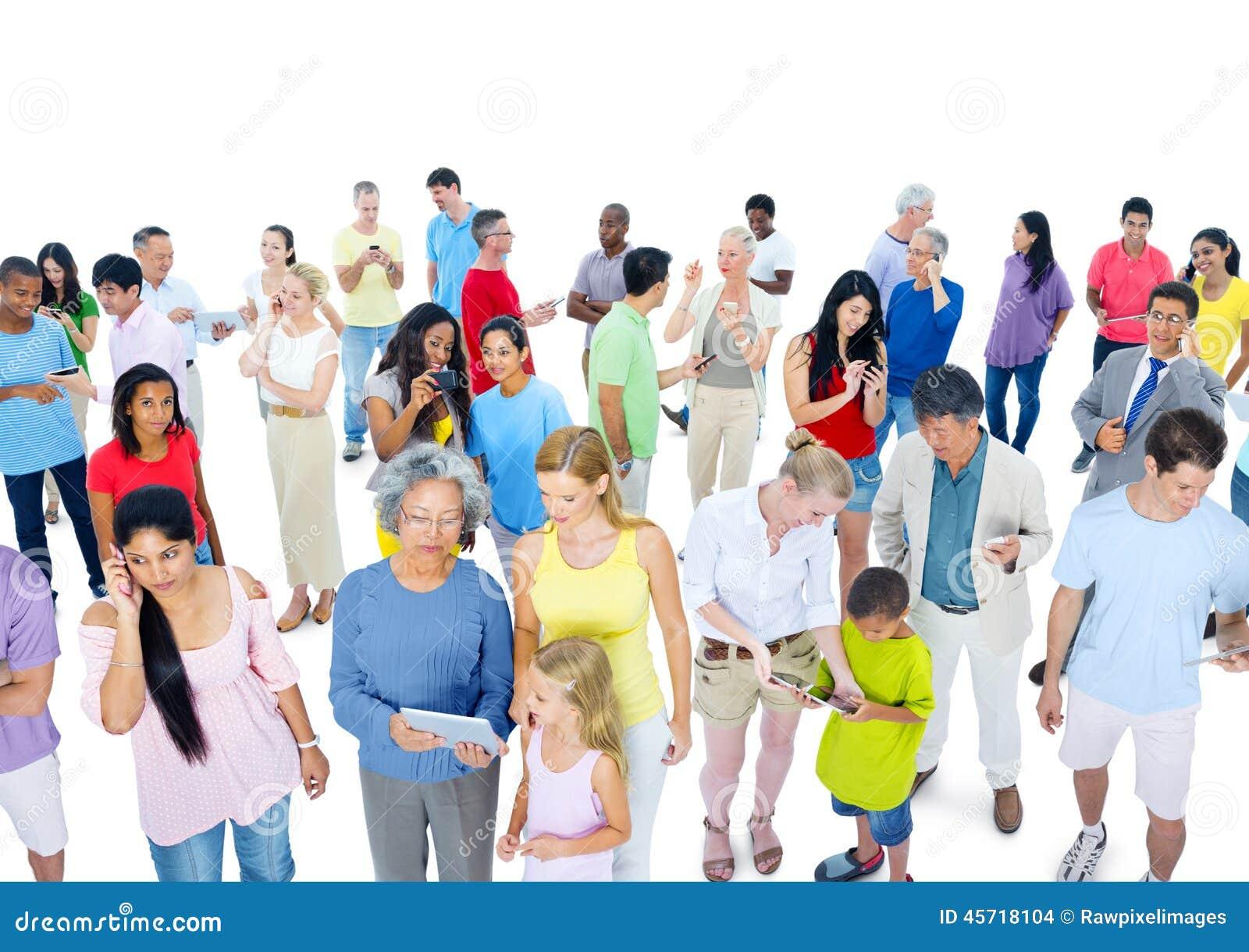 Stor folkmassa av folk som kläs tillfälligt
