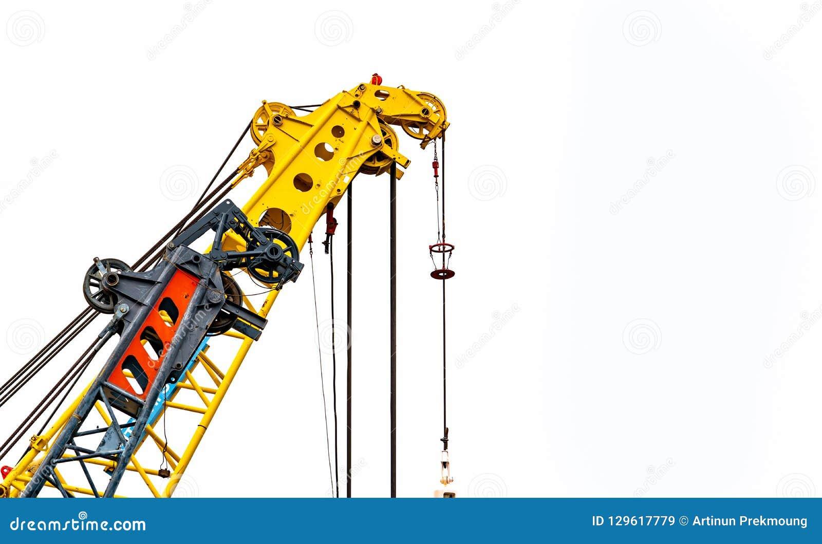 Stor gul konstruktionskran för tungt lyfta som isoleras på vit bakgrund Konstruktionsbransch kran för behållareelevator