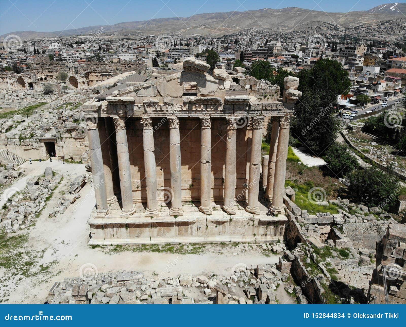 Stor sikt från över Skapat av DJI Mavic Forntida stad Baalbek Högst antik tempel lebanon Pärla av Mellanösten Unesco