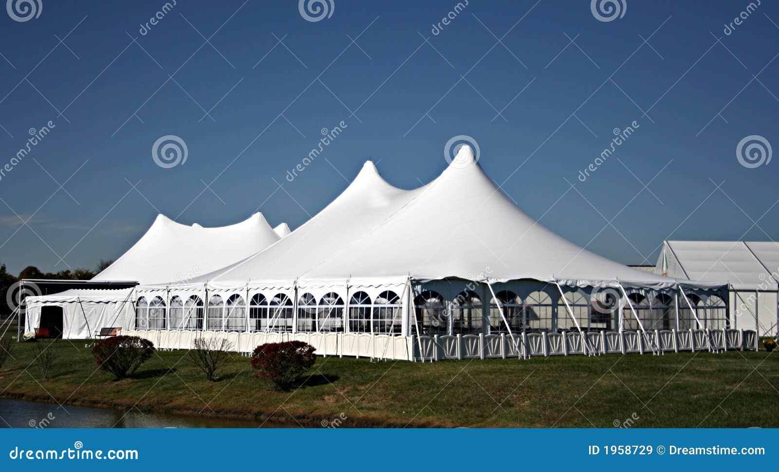Stor tentbröllopwhite