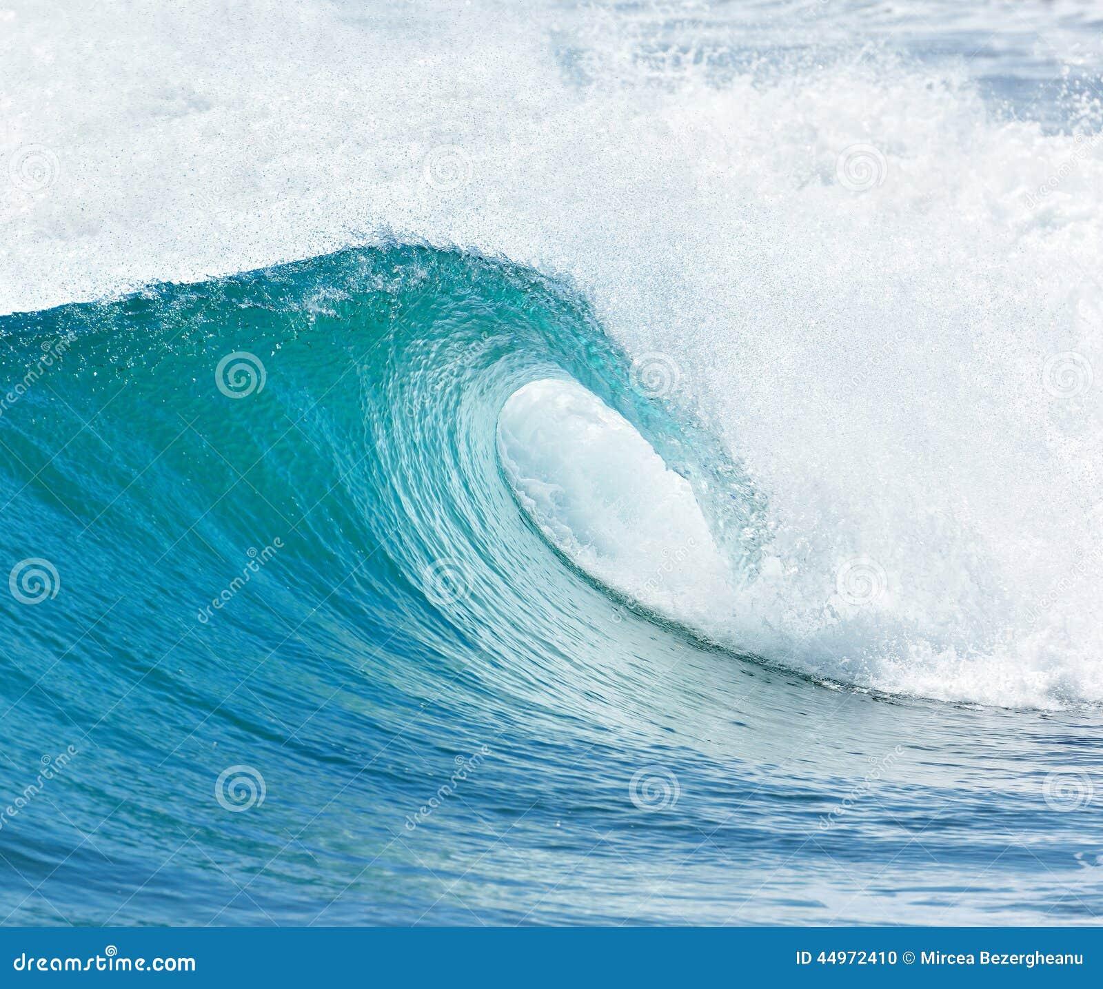 Stor våg som bryter - sommarbakgrund