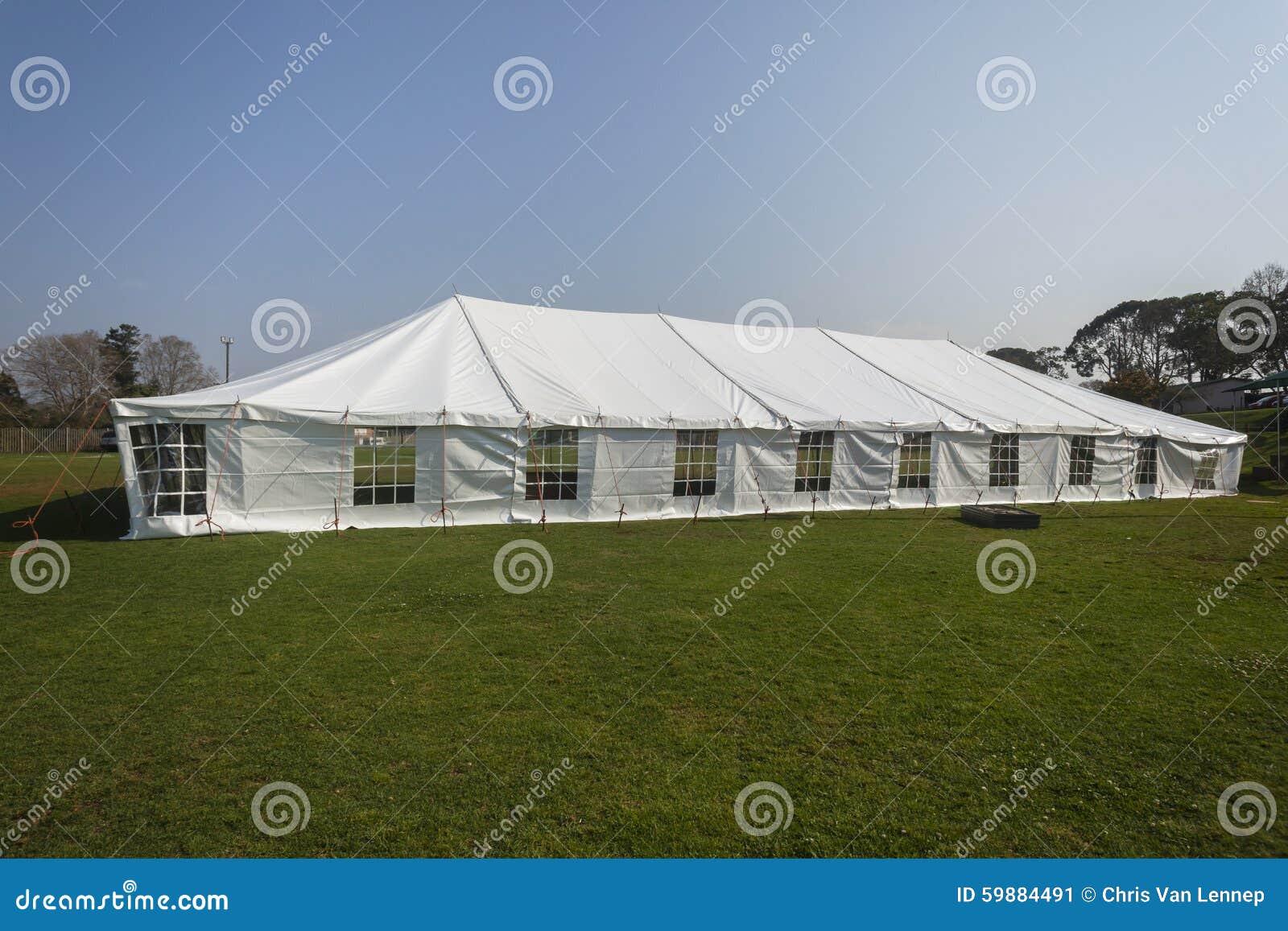 Stor vit för tält fotografering för bildbyråer. Bild av