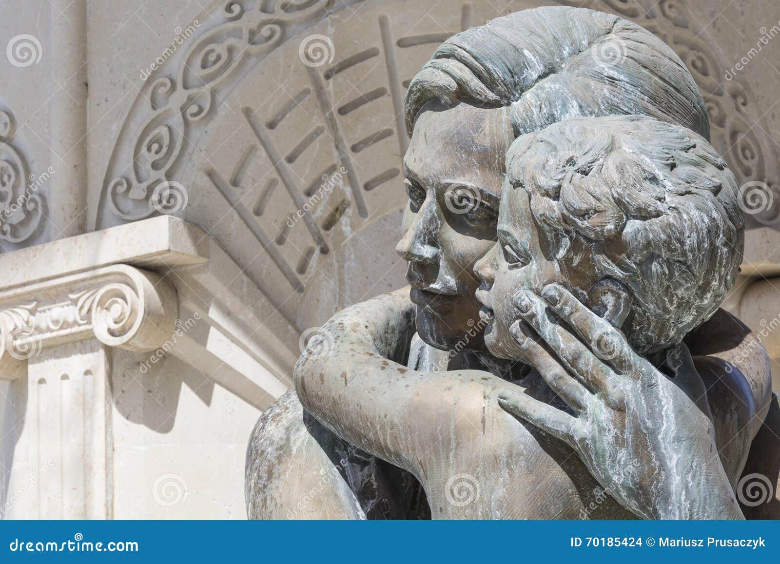 Stora skulpturer för vattenspringbrunn och bronsav vuxna människor och childre