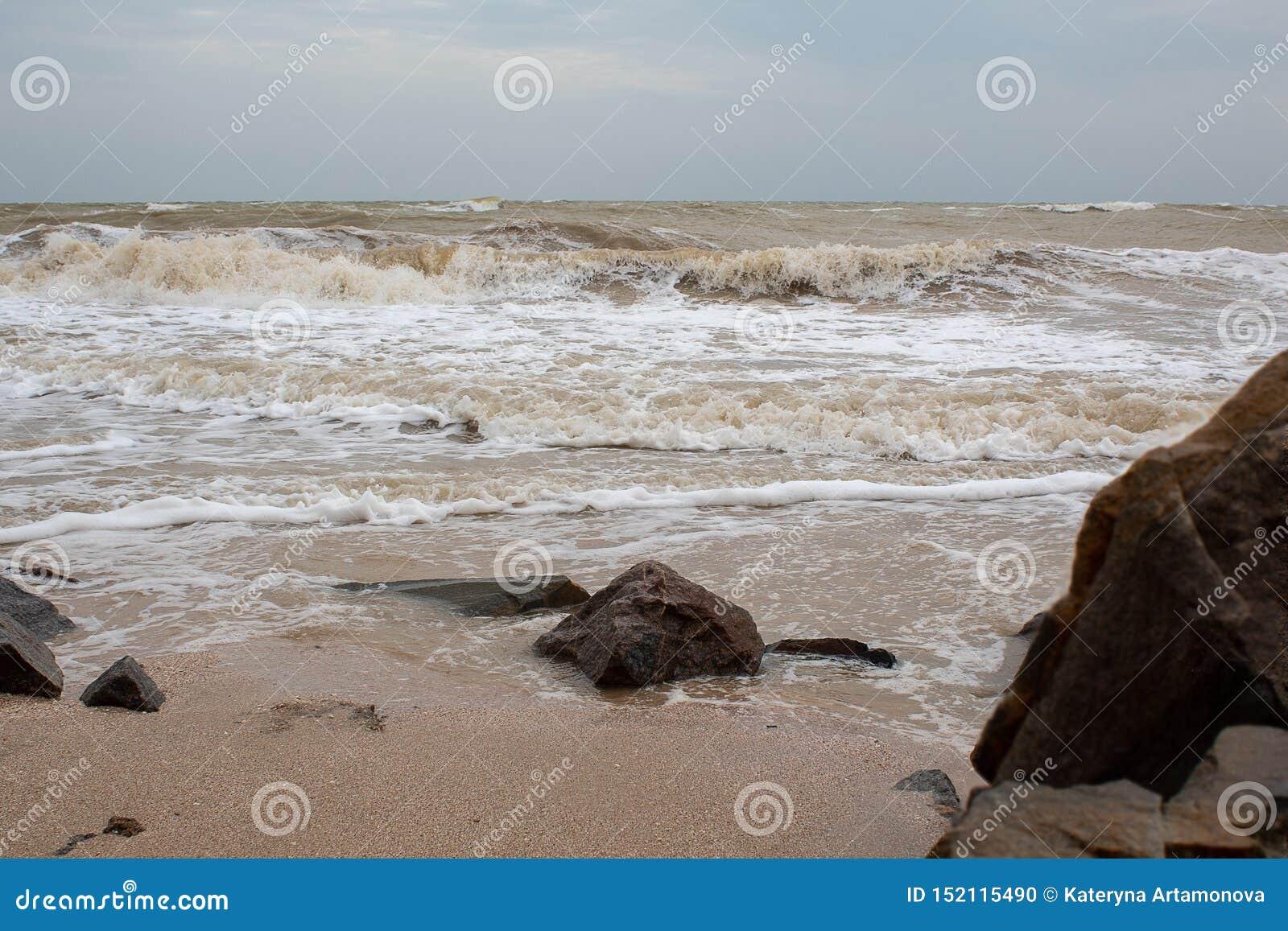 Stora stenar vid havet