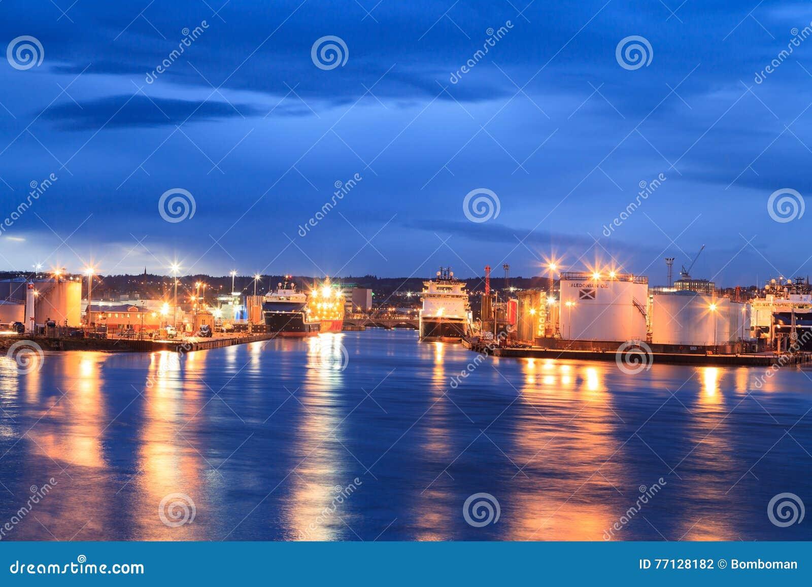 Stora tillförselfartyg i Aberdeen härbärgerar på 27 Januari 2016