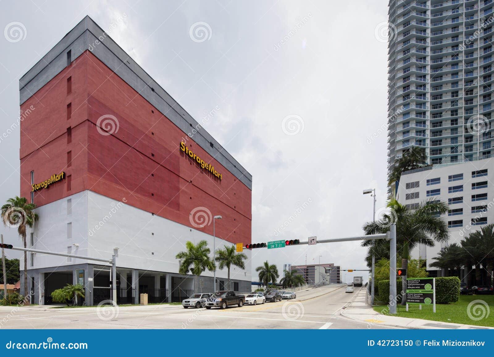 Superbe StorageMart Brickell