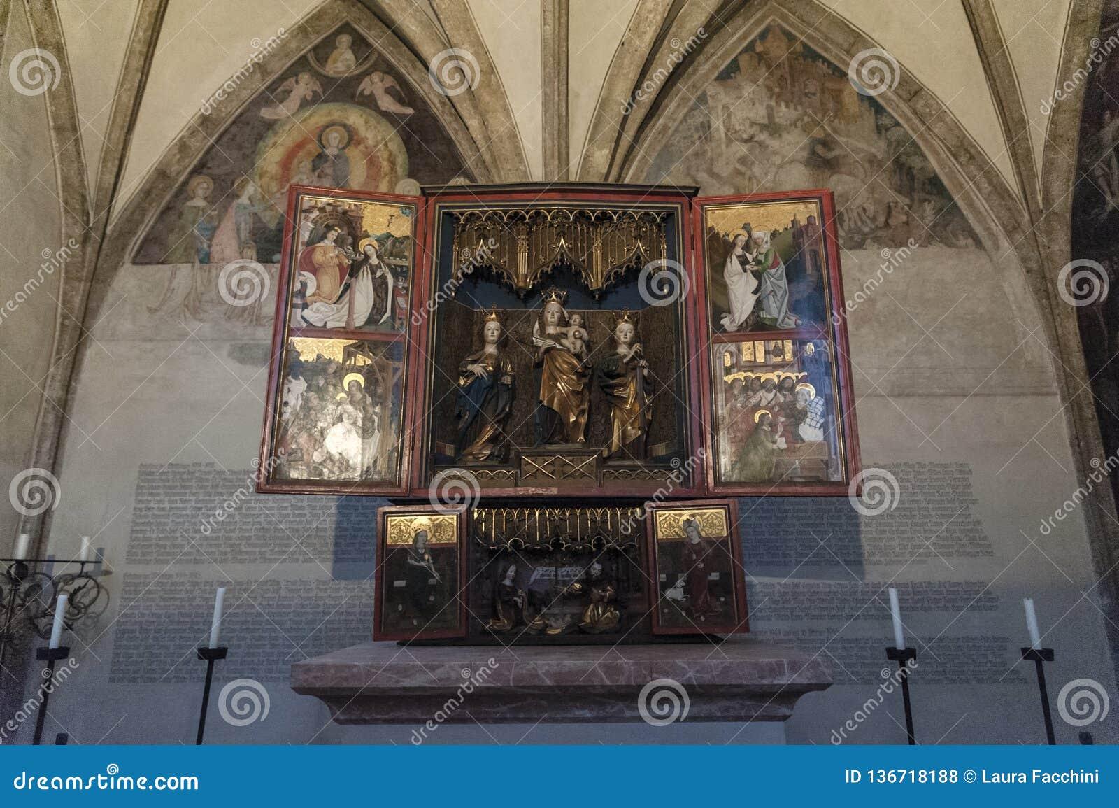 Storartat sent gotiskt träaltare från det 15th århundradet i kapellet av St Magdalena, St Magdalena Kapelle, Hall In Tirol