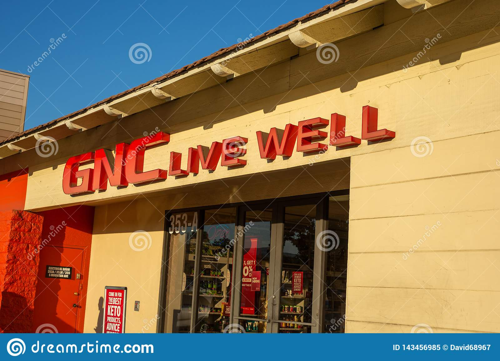 A store sign for GNC