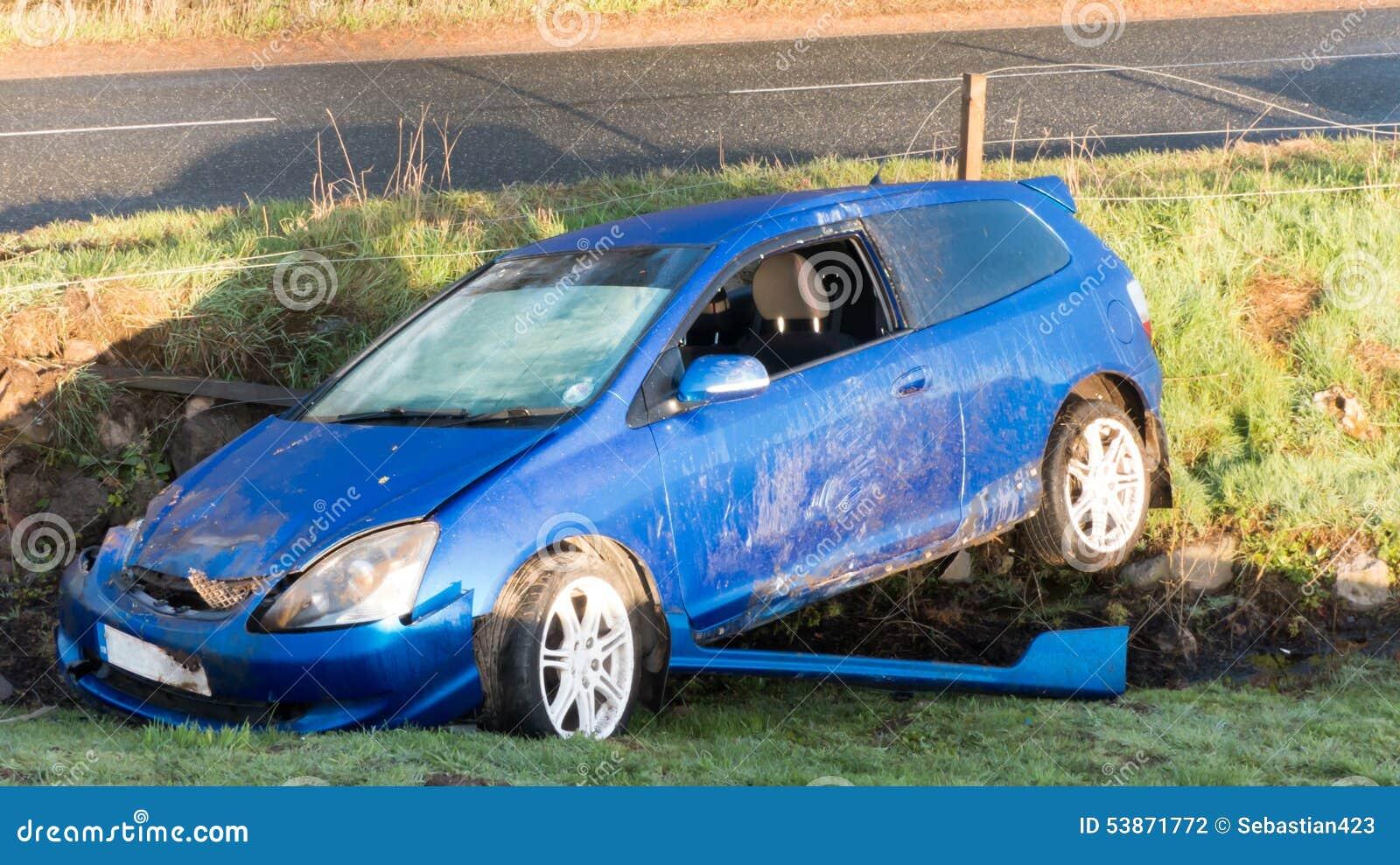 Storen för krasch för bilbilsammanstötning har huvudvägen iced hastighet