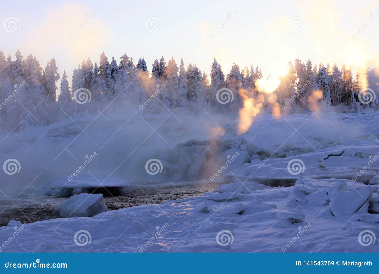 Storforsen σε ένα μυθικό χειμερινό τοπίο